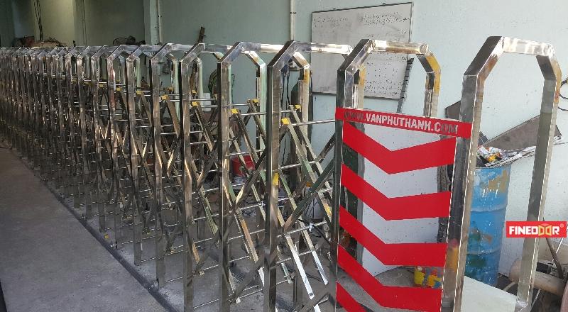 cổng xếp inox chạy điện Finedoor, cổng xếp tự động Inox 304, cổng xếp tự động, cổng xếp, cổng xếp chạy điện