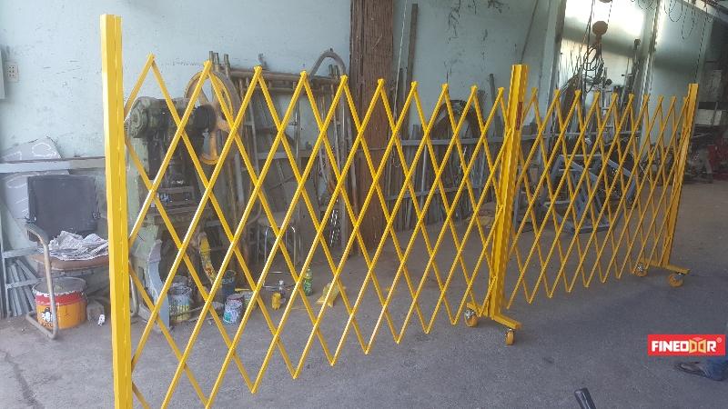 Cổng rào xếp di động kéo tay
